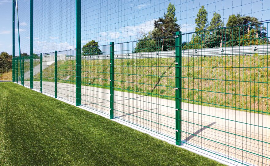 Ball-stops fences with rectangular posts