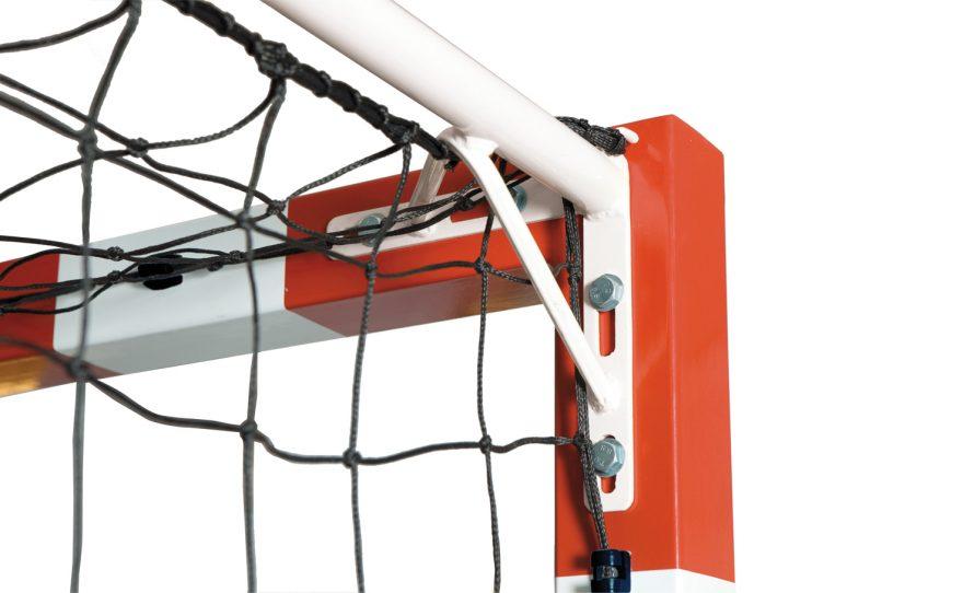 Fixation des arceaux de but de handball pour la compétition