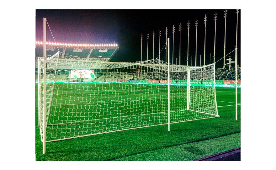 But de football pour compétition avec filet intégré au stade d'Alger Metalu Plast