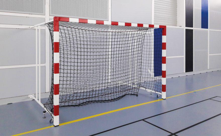 But de handball rabattable sur le mur Metalu Plast matériel sportif