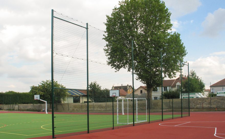 ball-stop fence for a sports field Metalu Plast