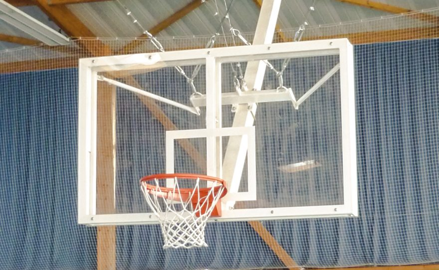 Roof mounted basketball goal for competition in tempered glass Metalu Plast sports equipment
