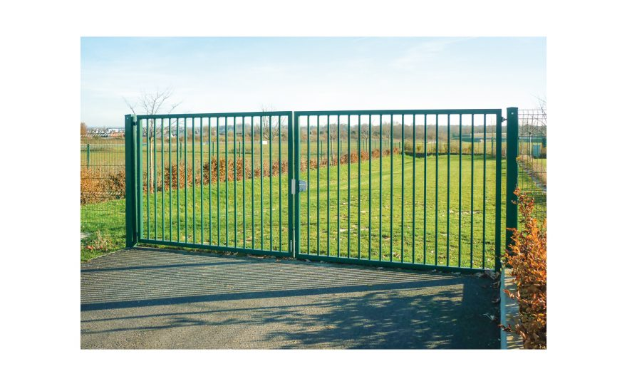 Double door gate in green made of steel Metalu Plast manufacturer of sports equipment