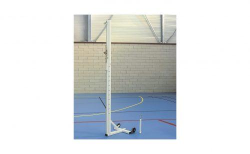 Poteau de volley ball en acier mobile grâce aux roulettes de transport