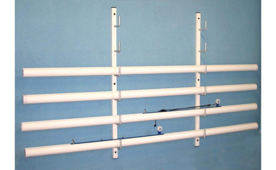 Râtelier mural en acier pour stockage des poteaux de sport tennis volley ball badminton Metalu Plast équipement sportif