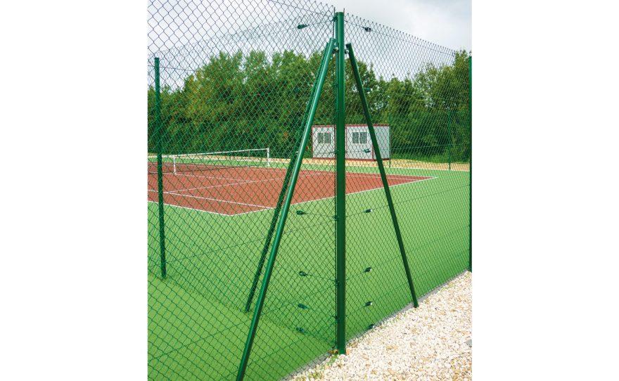 Terrain de tennis multiple avec poteaux d'angle