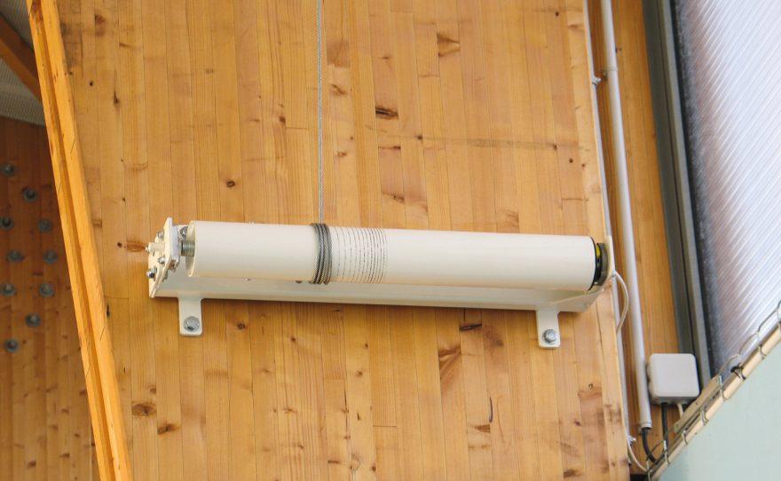 Crank winch for roof mounted basketball goal Metalu Plast