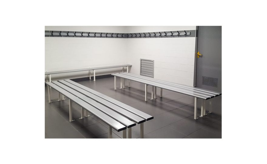Cloakroom with single benches and coat peg Metalu Plast