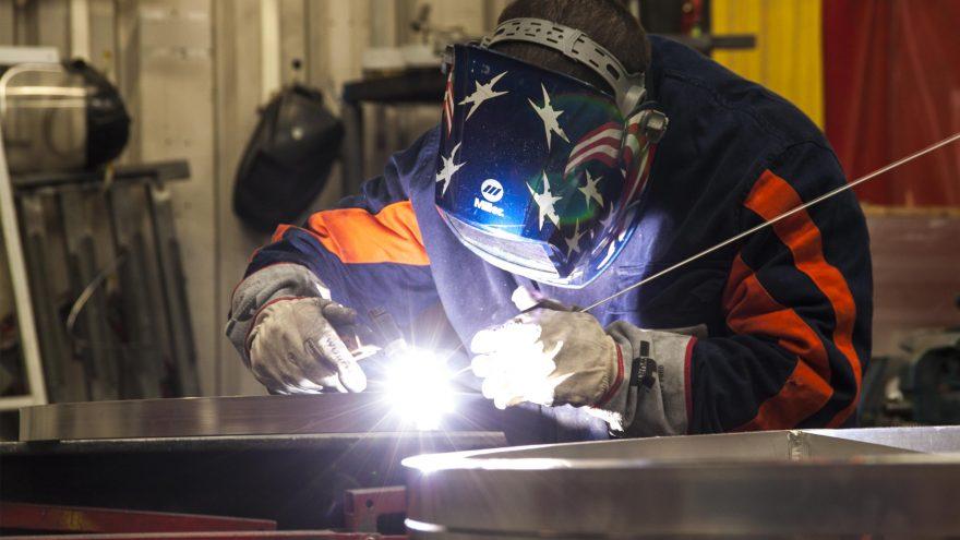 Employé Metalu Plast expertise