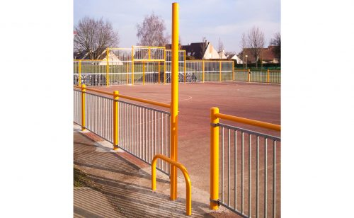 Poteau multi-jeux terrains multisport jaune pour jouer au tennis volley et badminton