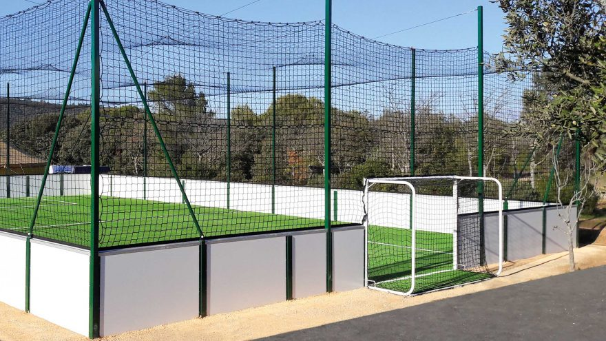 Metalu Plast soccer 5 playground white side with ball stop