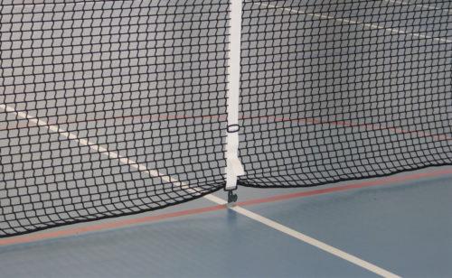 Régulateur et boitier régulateur pour filet de tennis